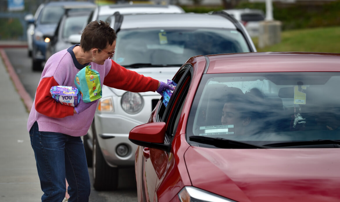 Capistrano Unified serves more than 1,000 free meals during COVID-19 school closure