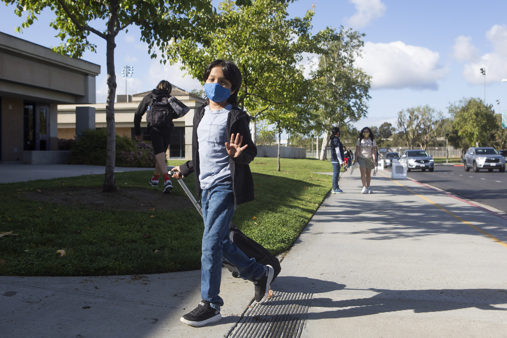 Aliso Viejo middle schoolers step onto campus full-time