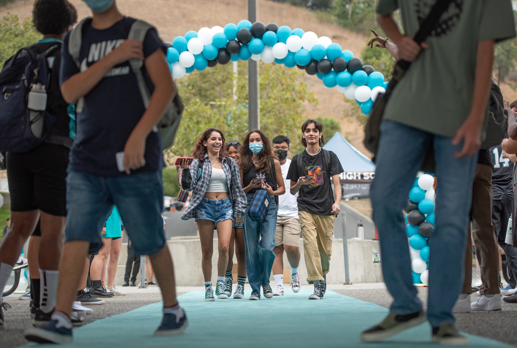 Marching band, pep squad greet students on first day at Aliso Niguel High School